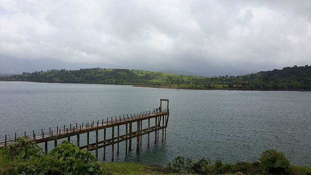 Bhandardara_Dam_premonsoon_beauty