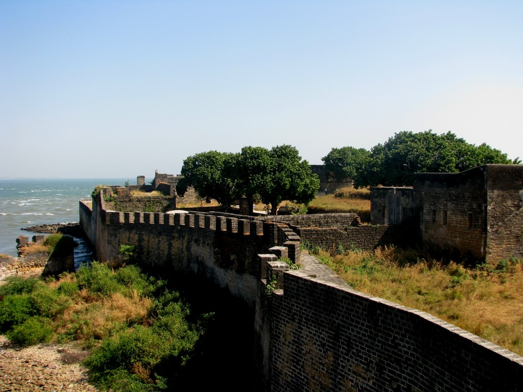 Wall_of_the_Portuguese_Fort_of_Diu